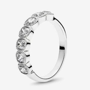 🍓Pandora Alluring Cushion Ring, Clear CZ